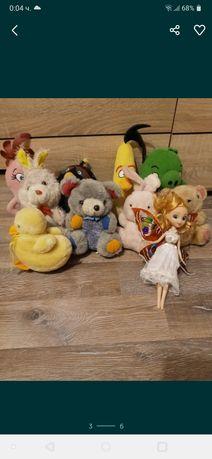 Много плюшени играчки