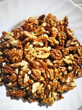 Продавам орехови ядки по 18лв./кг.и орехи с черупките по 4лв./кг.