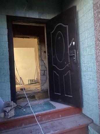 Продаю железную дверь