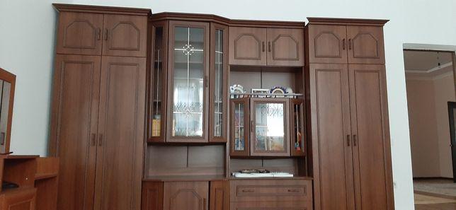 Стенка шкаф для зала или же для комнаты