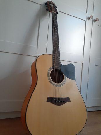Продам акустическую гитару, в подарок блокфлейта