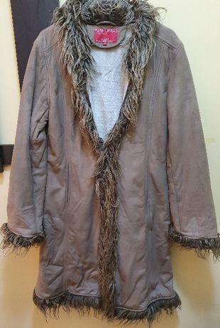 Продавам ново зимно палто от полиестер/акрил