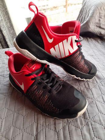 Adidasi Nike Hustle