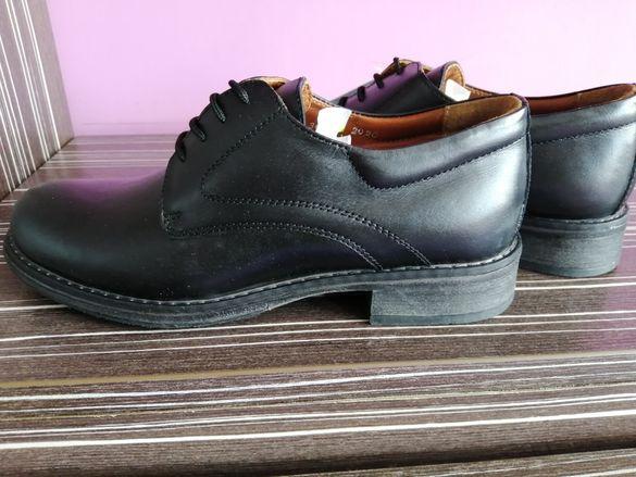 Нови дамски обувки за дами с униформи