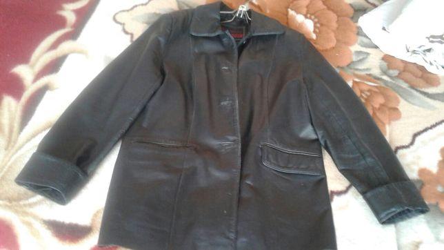 Женская кожаня куртка