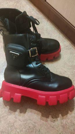 Женские ботинки .
