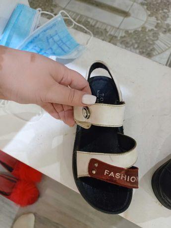 Продам кожаную детскую обувь