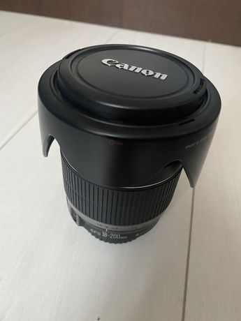 Canon EFS 18-200