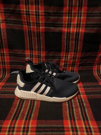 Продам кроссы Adidas NMD R1 размер 40-41