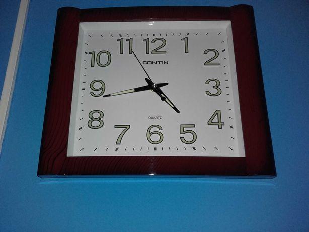 Vând ceas de perete fosforescent, nou (41x30 cm.).