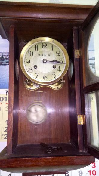 Старинен стенен часовник