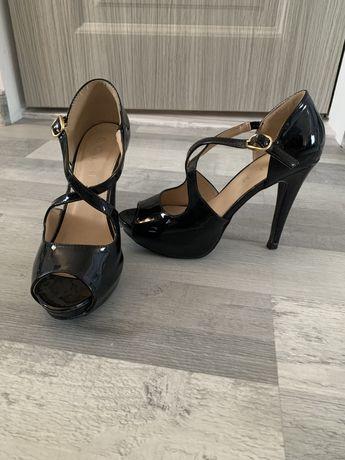 Sandale de lac negre