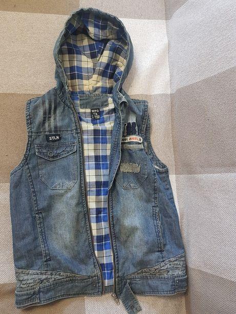 Продам джинсовый жилет с капюшоном рост 150 см б/у