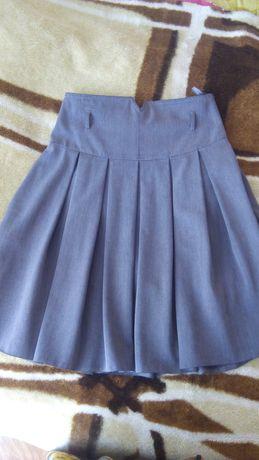 Продам две школьные юбки