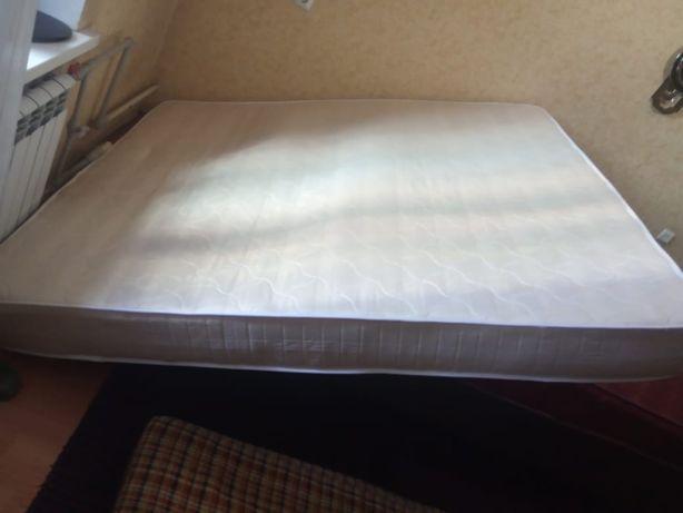 Продам матрас на двуспальную кровать