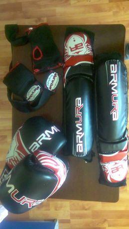 Echipament kick boxing