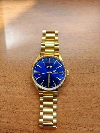 Изчистен модел часовник NIXON SENTRY SS All Gold/ Blue Sunray