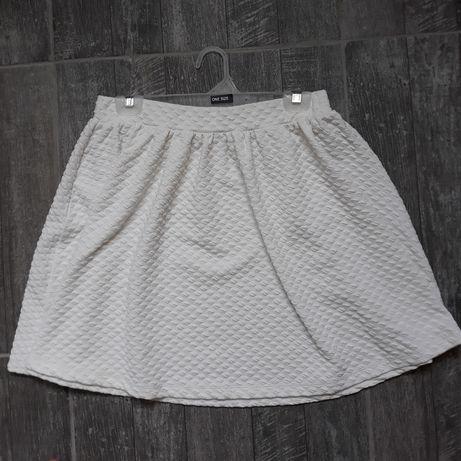 Разкроена бяла пола