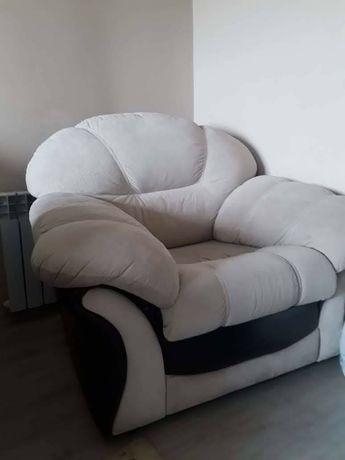 Отдам 2 кресла и диван