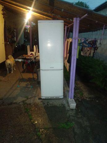 Продам большой холодильник рабочий