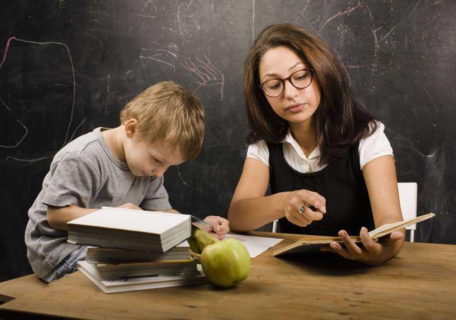Педагог-репетитор ведёт  подготовку детей  к школе