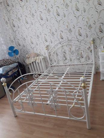 Продам кровать кованую