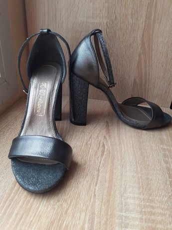 Елегантни нови дамски сандали – номер 36