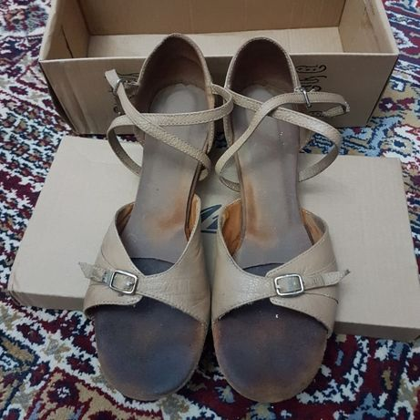 Sandale de dansuri