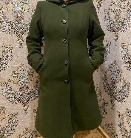 Продам весенний пальто.