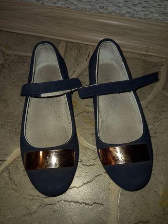 Лакированные детские туфли  подойдут для школы или для праздника