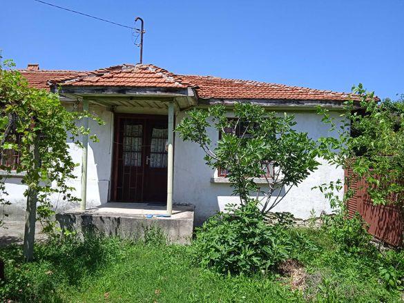 Къща на село Православ