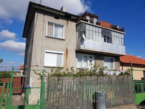 Продава се къща или етаж от къща