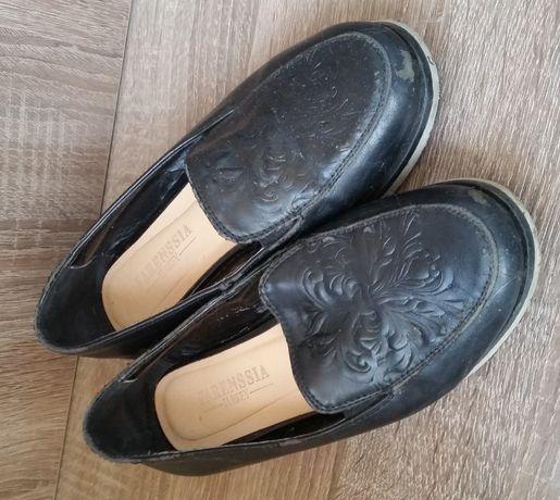 Продам туфли для девочки 32 размер