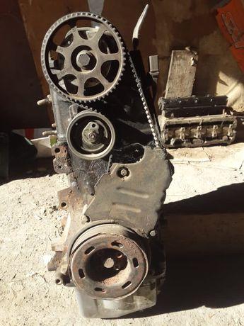 Двигатель на wv Т5 . 2-х куб.  модификации АХА .2007г.в.на запч