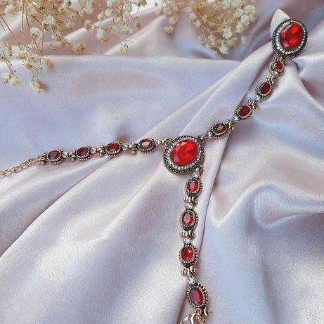 Bratara vintage cu inel si pietre de un rosu extrem de intens