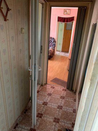De vânzare apartament 3 camere semi-decomandat, cu toate utilitățile
