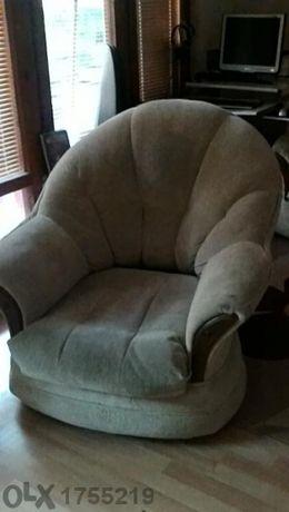 Продавам дивани,фотьойл и табуретка,