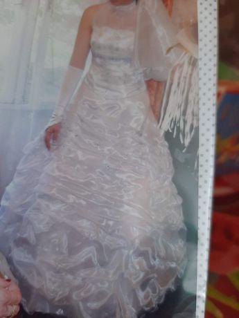 Булчинска рокля с обрач
