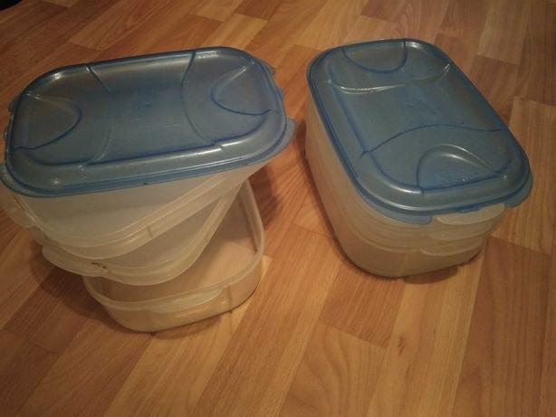 Продам два  пищевых контейнера