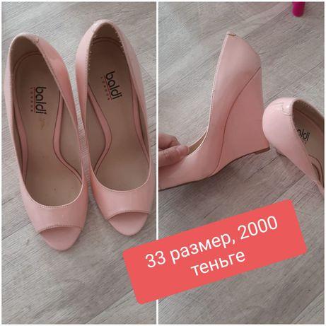 Продам женскую и детскую обувь не дорого в хорошем состоянии