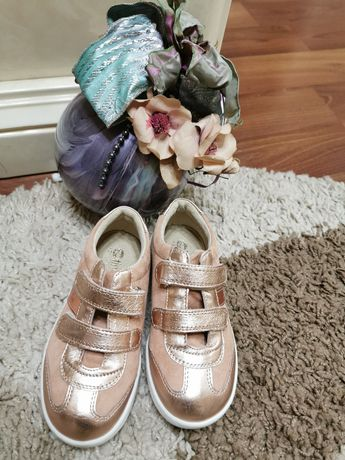 Pantofi marimea 28