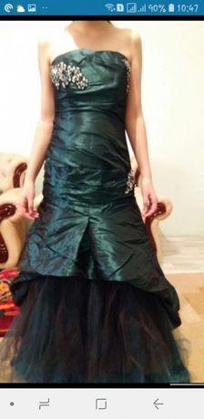 Продам платье шикарное со шлейфом