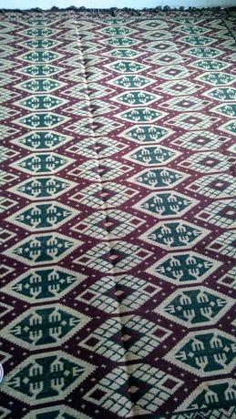 Тъкан шарен килим нов