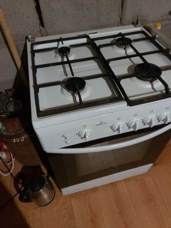 Продам газовую плиту Greta