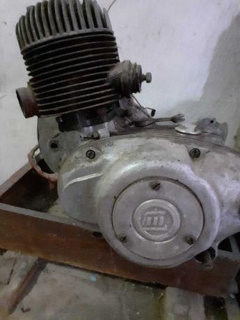 Vând motor ;piese  Motoscuter Muravei