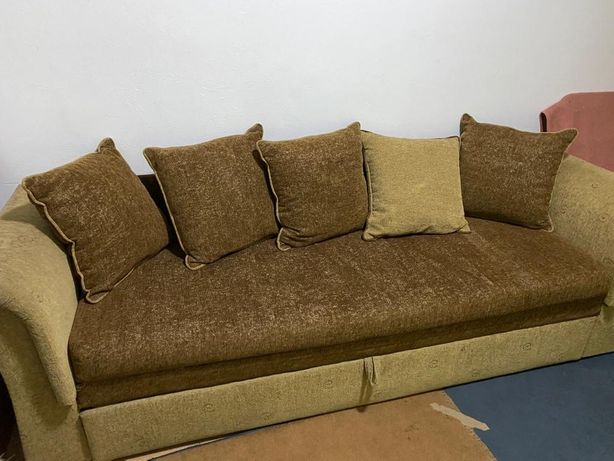 Vand canapea extensibila cu lada.