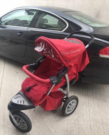 Детска количка в червено