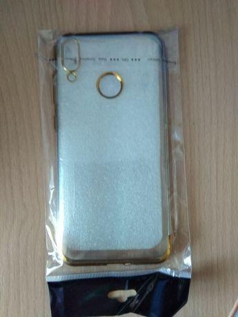 Чехолы для iPhone 8 и Huawei Honor 8C