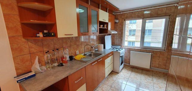 Vand apartament cu trei camere sau schimb cu casa