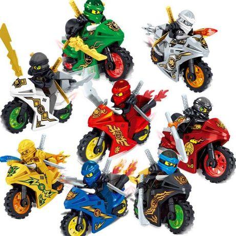 Minifigurine tip Lego Ninjago cu motociclete si Ninja de Aur